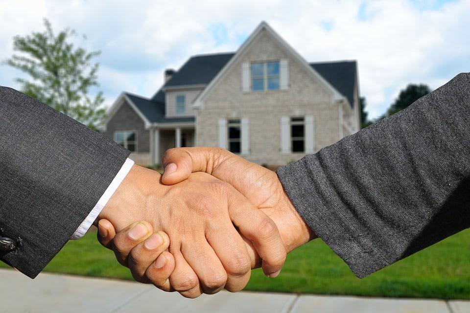 Poignée de main transaction immobilière