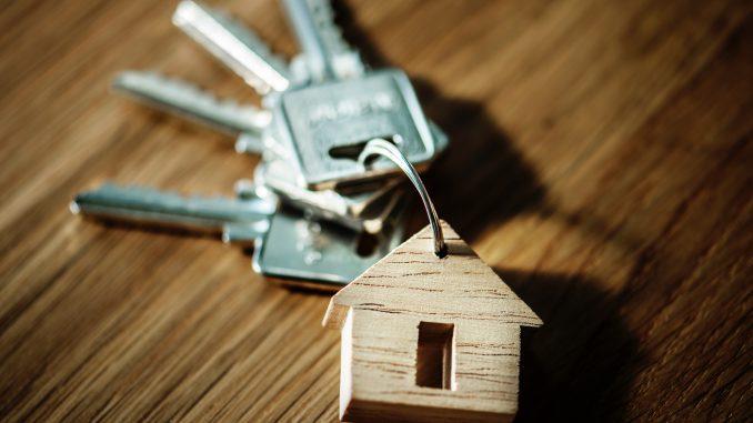 Trousseaux de clés avec porte-clé maison